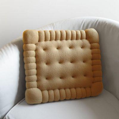 Petit buerre cushion